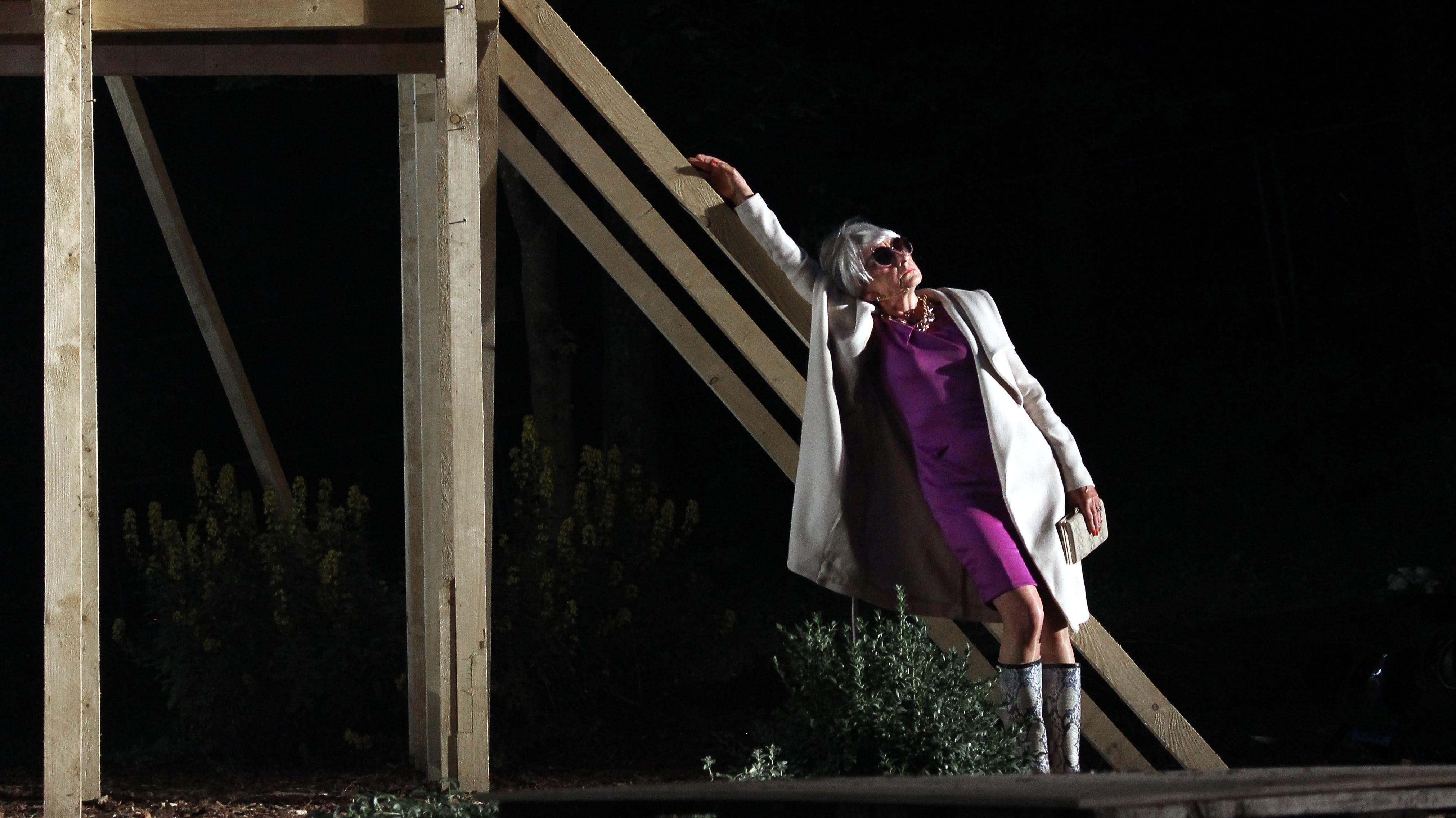 Theaternatur-Alte-Dame_8867_Angelika_Böttiger®Lucian-Patermann